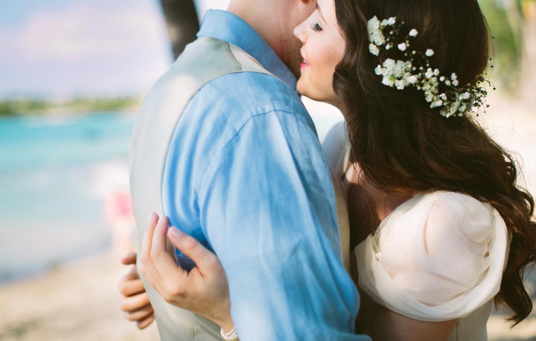 lava-lava-beach-club-wedding-hawaii-2