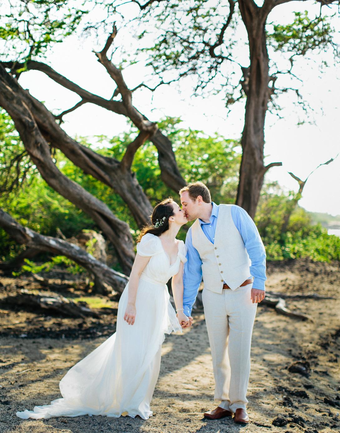 lava-lava-beach-club-wedding-hawaii-8